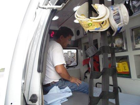 ¡Trabajador casi pierde su brazo tras prensárselo una máquina de concretos en Aguascalientes!