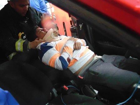 ¡Taxista resultó lesionado tras accidentarse en Aguascalientes!