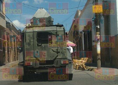 ¡Militares aseguraron un vehículo con arsenal y droga en Lagos de Moreno!