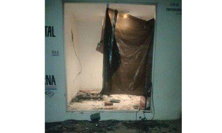 ¡Delincuentes se burlan de la Policía en Tacoaleche y roban cajero a un lado de la Subcomandancia!