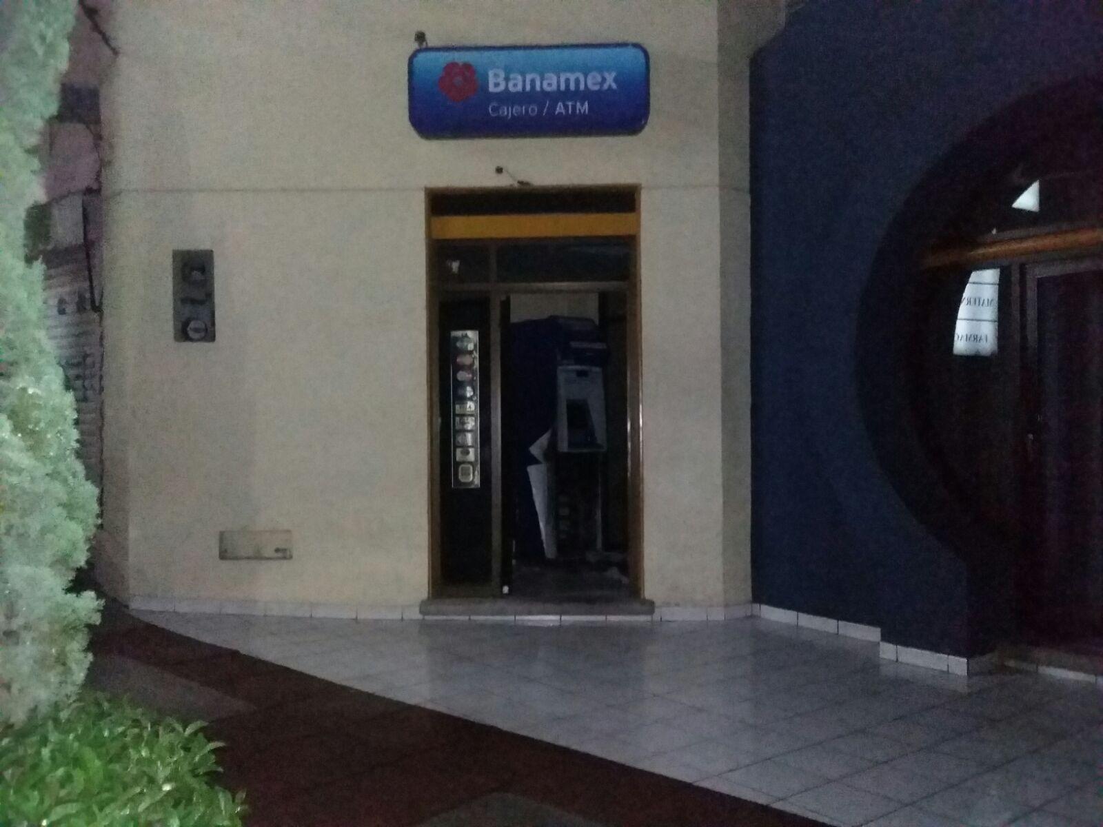 ¡4 delincuentes vaciaron un cajero automático en Aguascalientes!