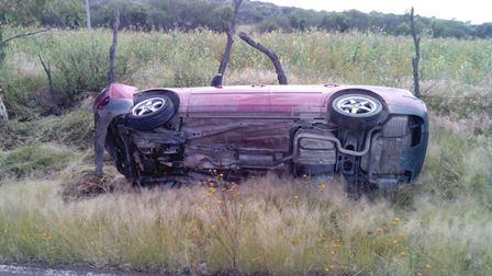 ¡Estudiante volcó su automóvil y se salvó de morir en Aguascalientes!