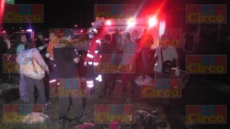 ¡12 lesionados tras la volcadura de un autobús de pasajeros en Enrique Estrada!
