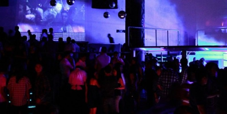 ¡Revientan bar en el que se fomentaba la corrupción de menores y la venta de droga en Guadalajara!