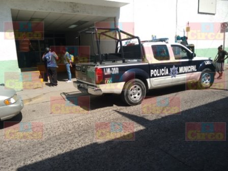 ¡Policía municipal de Lagos de Moreno baleó en un brazo al agresor de una mujer!