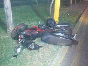 Alcoholizado motociclista por poco se mata_05