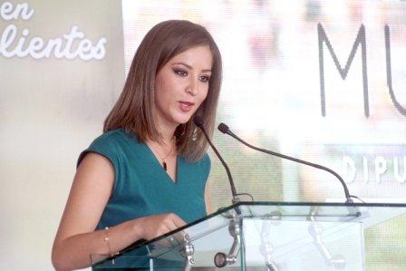 ¡Lorena Martínez sí sabe gobernar: Anayeli Muñoz!