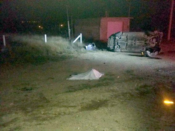 ¡Aparatosa volcadura deja como saldo un muerto y dos heridos en Aguascalientes!