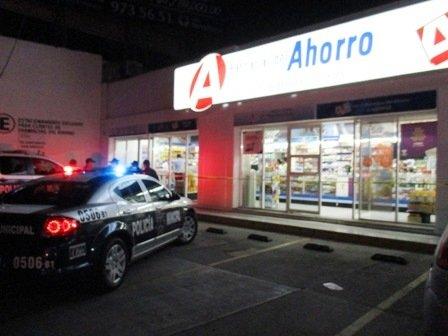 ¡Balean a empleada de una farmacia durante un asalto en Aguascalientes!
