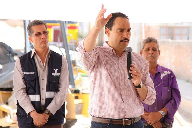 ¡Anuncia el MunicipioAgs pavimentación de calles en la Colonia Los Pericos!