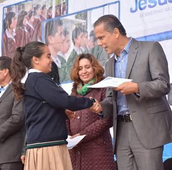 ¡Entregó Antonio Arámbula 820 becas a estudiantes de Jesús María!