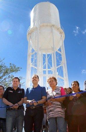 ¡Alcalde entrega tanque elevado a los habitantes del Palomino Dena!