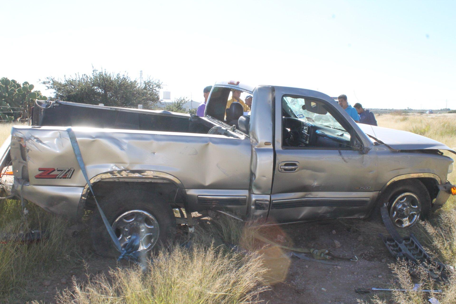 Sufren dos hermanos aparatosa volcadura en la carretera a Calera