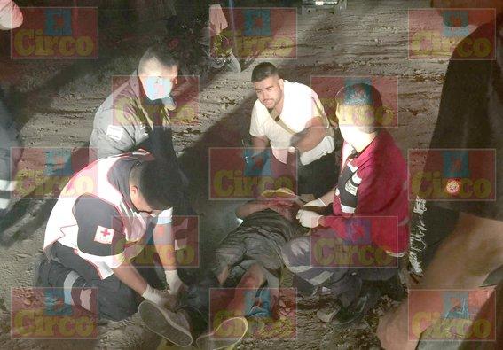 """¡Por poco se mata un motociclista tras sufrir aparatosa caída en """"La Chona""""!"""