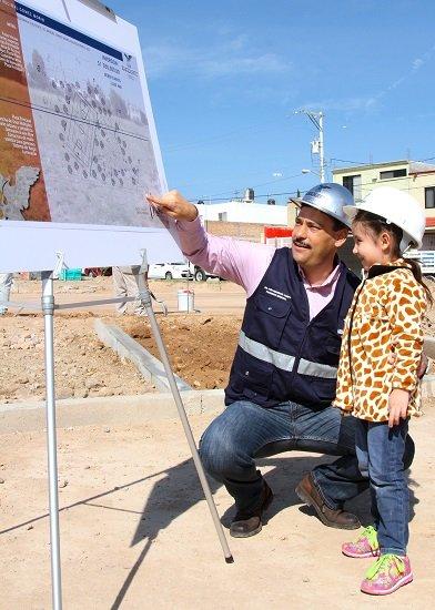 ¡Supervisa JAMC obras de construcción de jardín vecinal en el Fracc. Gómez Morín!