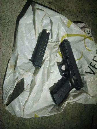 ¡Tres sujetos golpean y despojan de su arma de cargo a un policía ministerial en Aguascalientes!