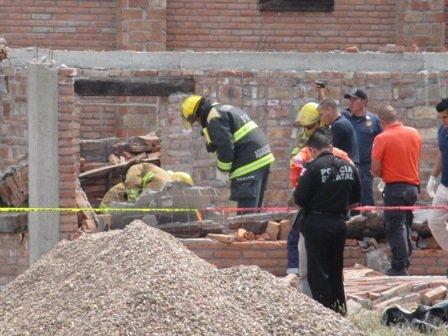¡Un muerto y un herido al derrumbarse una casa en construcción!