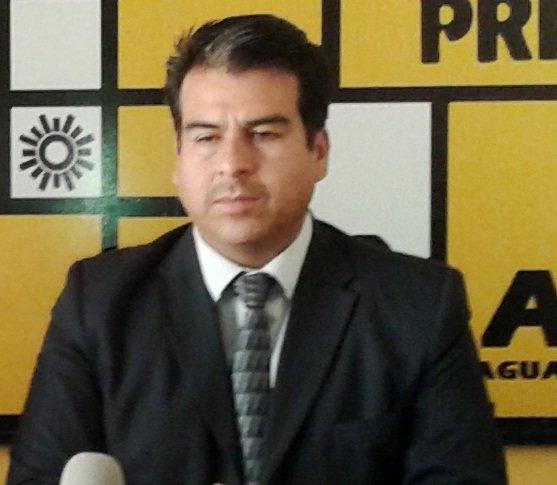 ¡Justifica el diputado del PRD Cuauhtémoc Escobedo el despido de maestros por faltar a clases!