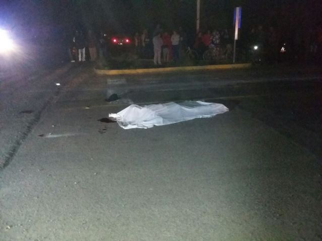 ¡1 muerto y 1 lesionado tras el choque entre una moto y una camioneta en Aguascalientes!