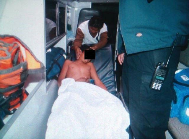 ¡Mujer chocó contra un poste de luz y un niño se electrocutó en el mismo accidente en Aguascalientes!