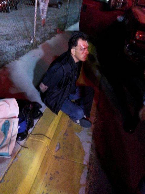 ¡Asaltante fue sometido a golpes y detenido por sus víctimas en Aguascalientes!