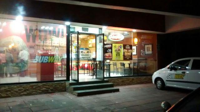 ¡2 pistoleros asaltaron un restaurante Subway en Aguascalientes!