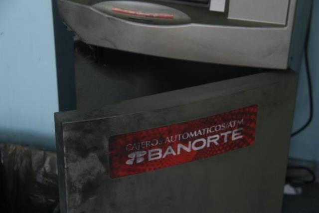 ¡3 sujetos asaltaron una tienda Oxxo y vaciaron un cajero automático en Aguascalientes!