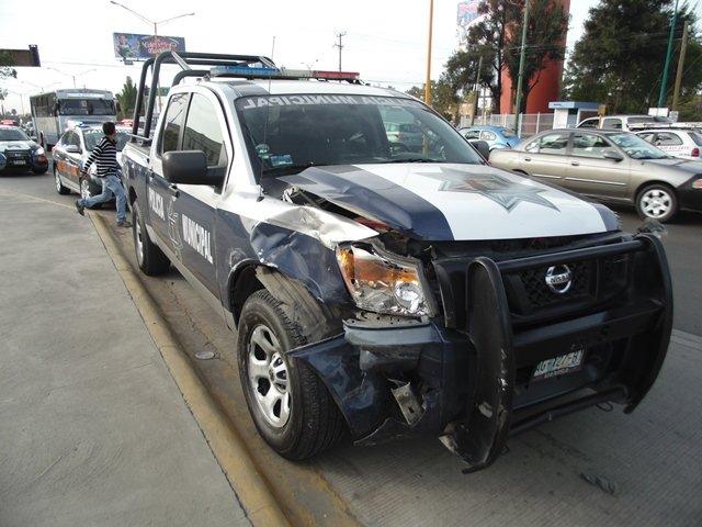 ¡Fuerte choque entre una patrulla y una camioneta en Aguascalientes!