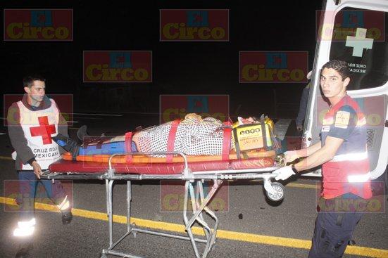 ¡3 mujeres lesionadas tras fuerte choque entre 2 camionetas en Lagos de Moreno!