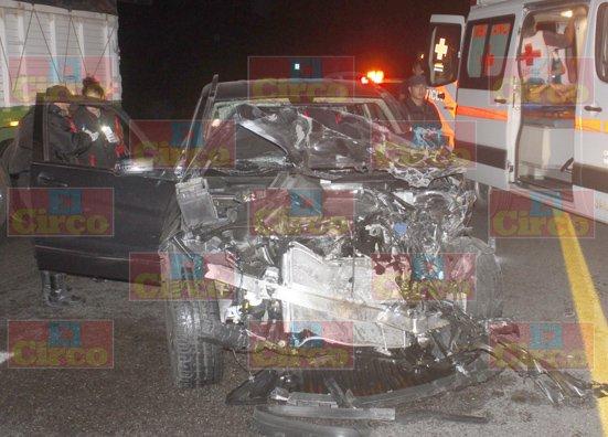 GALERIA/¡3 mujeres lesionadas tras fuerte choque entre 2 camionetas en Lagos de Moreno!