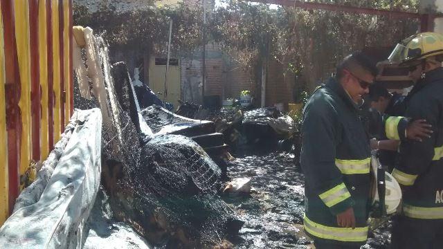 ¡Incendio en una finca en Aguascalientes acabó con varios colchones!