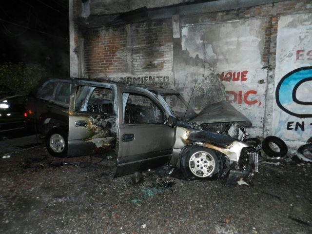 ¡Murió un jardinero tras el choque-incendio de 2 camionetas en Aguascalientes!