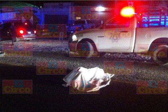 ¡Muere un motociclista tras impactarse por alcance con un camión cisterna en Lagos de Moreno!
