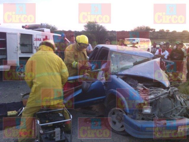 ¡3 jóvenes resultaron lesionados tras un fuerte accidente en Encarnación de Díaz!