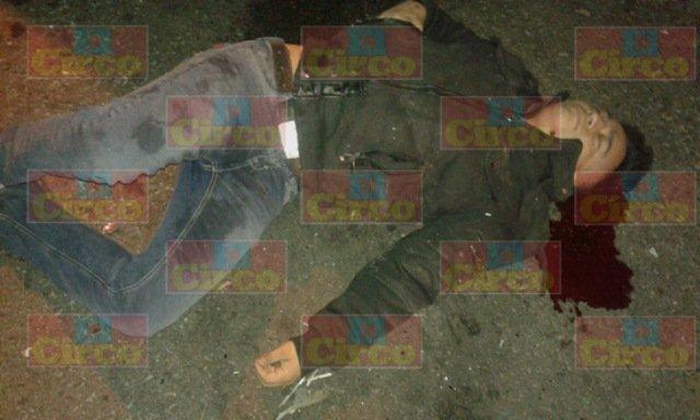 ¡Grave joven tras un choque-volcadura entre 2 camionetas en Lagos de Moreno!