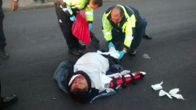 ¡Custodio del CERESO Femenil fue embestido en su motocicleta por una camioneta en Aguascalientes y resultó lesionado!