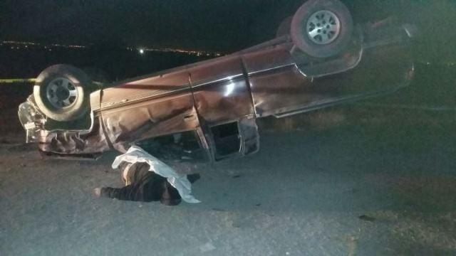¡Hombre murió tras chocar contra un árbol y volcar su camioneta en Aguascalientes!