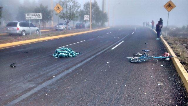 ¡Por la neblina, una automovilista no vio a un ciclista y lo mató en Aguascalientes!