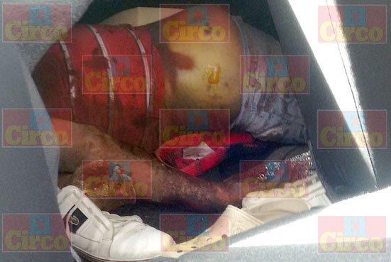 ¡Hallaron a un sujeto ejecutado encajuelado con un narco-mensaje en Lagos de Moreno!