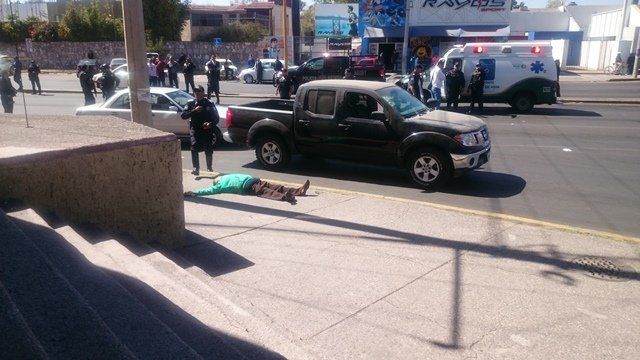 ¡Eran madre e hijo los asesinados a balazos afuera de un banco en Aguascalientes!