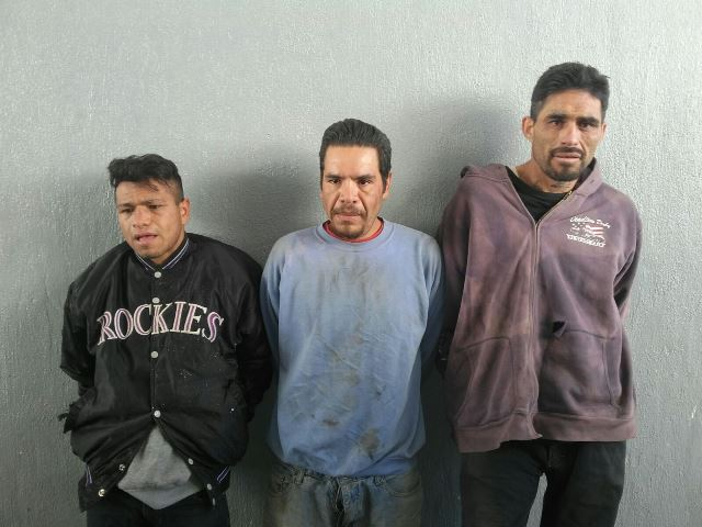 ¡Capturan a 3 sujetos que desmantelaban una camioneta robada en Aguascalientes!