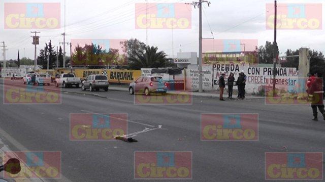 ¡Ciclista murió en Fresnillo impactado por un automóvil y una camioneta!