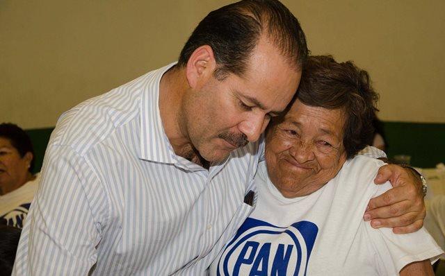 ¡La política es servir y servir es amar: Martín Orozco Sandoval!