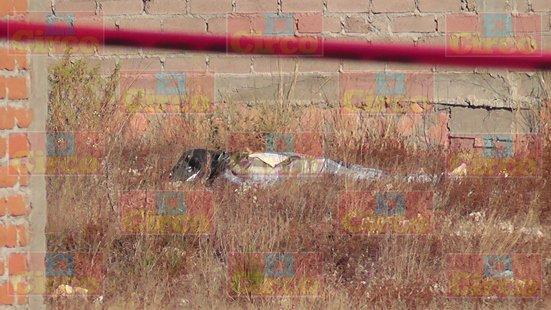 ¡Hallaron a un hombre ejecutado, encobijado y con una narco-manta en Fresnillo!