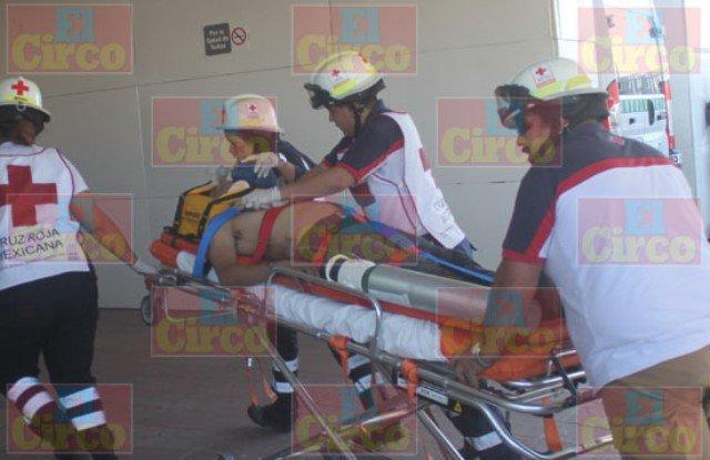 ¡Murió joven trailero tras impresionante volcadura en Lagos de Moreno!