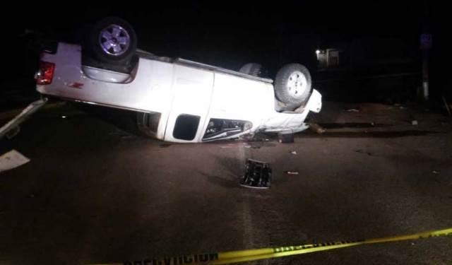 ¡1 muerto y 1 lesionado dejó la volcadura de una camioneta en Fresnillo!