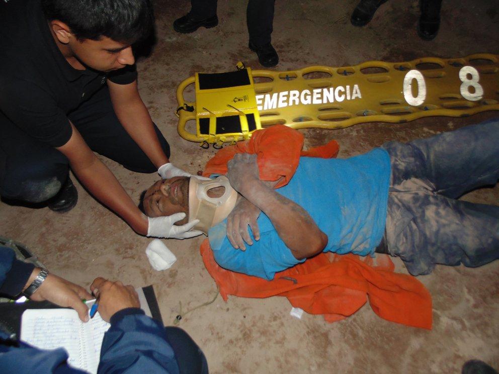 ¡Alcoholizado obrero se salvó de morir tras caer en una zanja de 10 metros de profundidad en Aguascalientes!