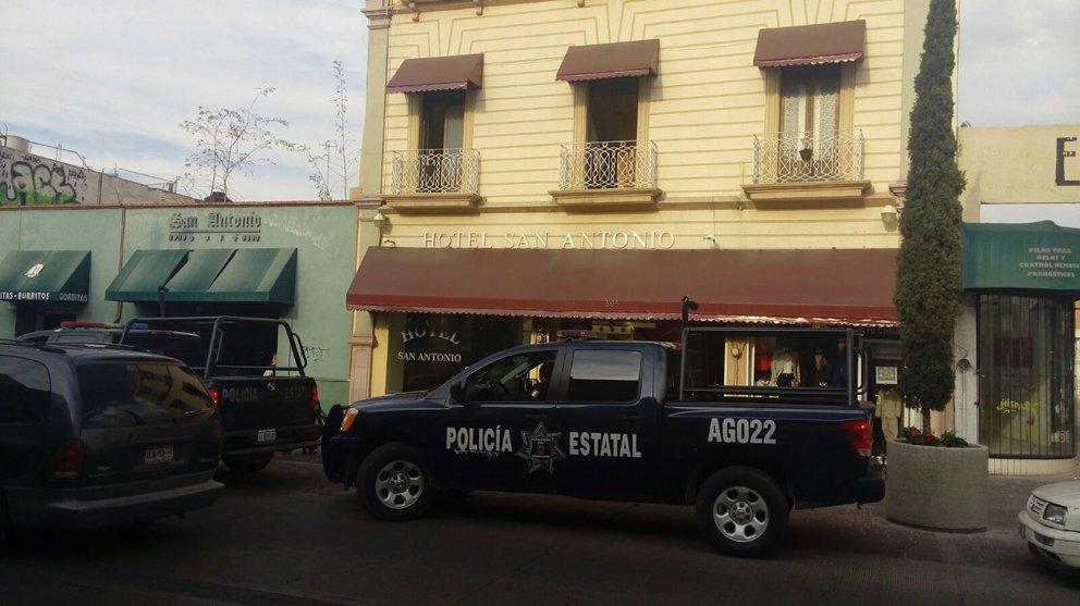 ¡Policías estatales rescataron a una joven de un hotel en Aguascalientes y detienen al sujeto que la llevó con engaños!