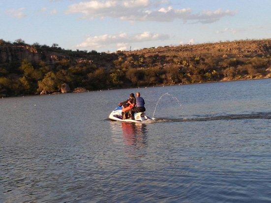¡Fue a pescar y se ahogó luego de perder el equilibrio y caer al embalse de una presa en Rincón de Romos!