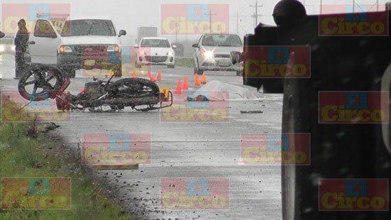 ¡Joven motociclista murió embestido por una camioneta en Fresnillo!